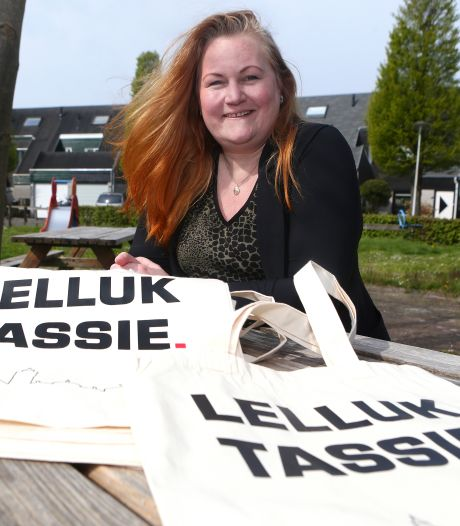 Jacqueline wil de Leerdamse streektaal levend houden met een 'lelluk tassie'