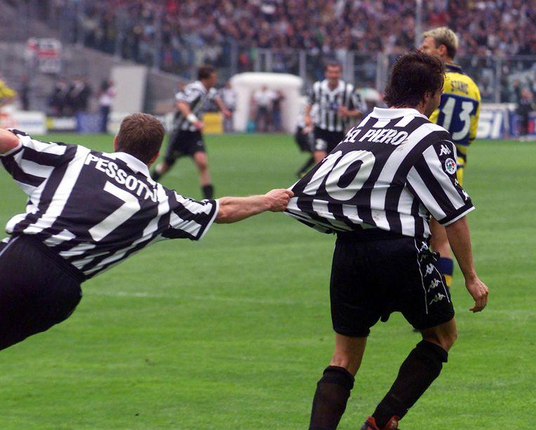 Alessandro Del Piero viert met Gianluca Pessotto.