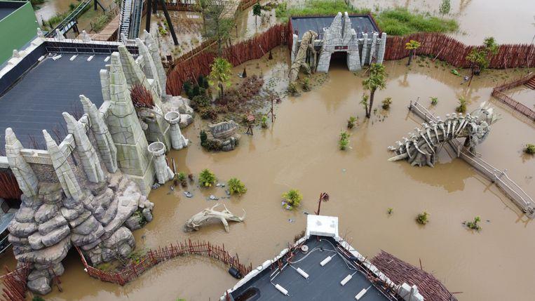 De Waverse site werd zwaar getroffen door de overstromingen. De omvang van de schade is aanzienlijk waardoor een snelle heropening momenteel uitgesloten is. Beeld Walibi