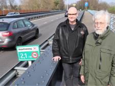 Omwonenden Waterlinieweg bezorgd: 'Áls hier een auto omlaag valt, is dat gelijk levensgevaarlijk'