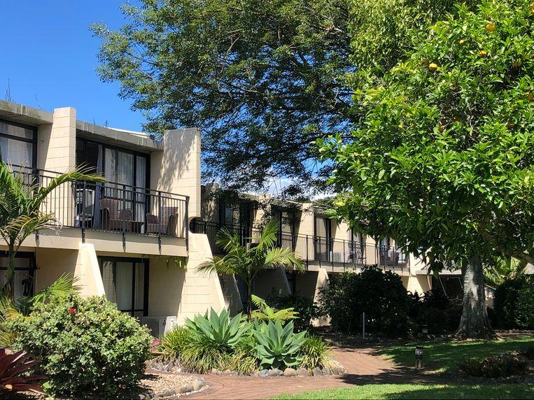 Ons hotel, met (tot mijn grote vreugde) muurbrede tuindeuren die openen op een terrasje. Beeld Sabine De Vos