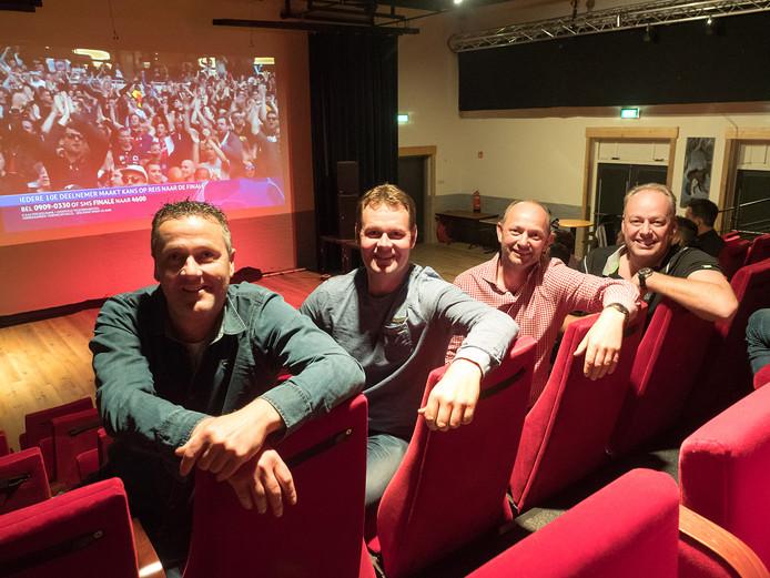 Mark Verhaar, Bart Verdel, Joost Wesselman en John Verdel op de uitschuiftribune van de Alkeburcht. Carlo Egberts ontbreekt op de foto.