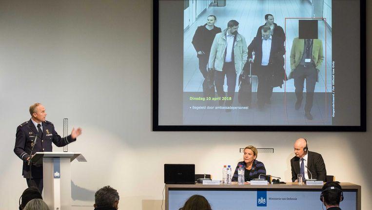 Op een persconferentie vorige week onthult MIVD-directeur Onno Eichelsheim 'het geklungel' van de Russische geheim agenten. Beeld ANP