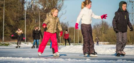 Eindelijk, de schaatspret is begonnen: Oldebroek en Wezep als eersten open