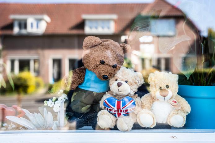 Knuffelberen achter de ramen, een actie om jonge kinderen wat leuks te bieden.