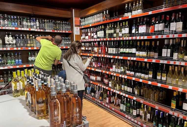 Een drankwinkel in Istanbul.  Beeld Reuters
