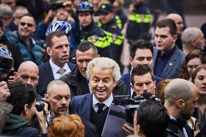 Geert Wilders op campagne op de markt in Spijkenisse.<br />
