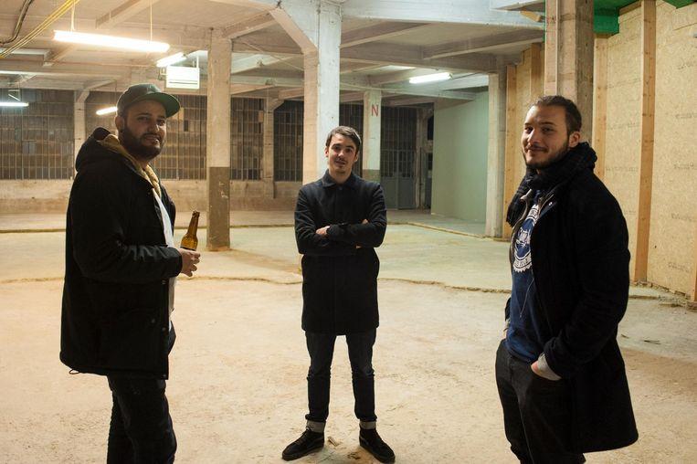 Nacim Menu, François Simon en Henri Bensaria stellen hun bier Lanterne voor.