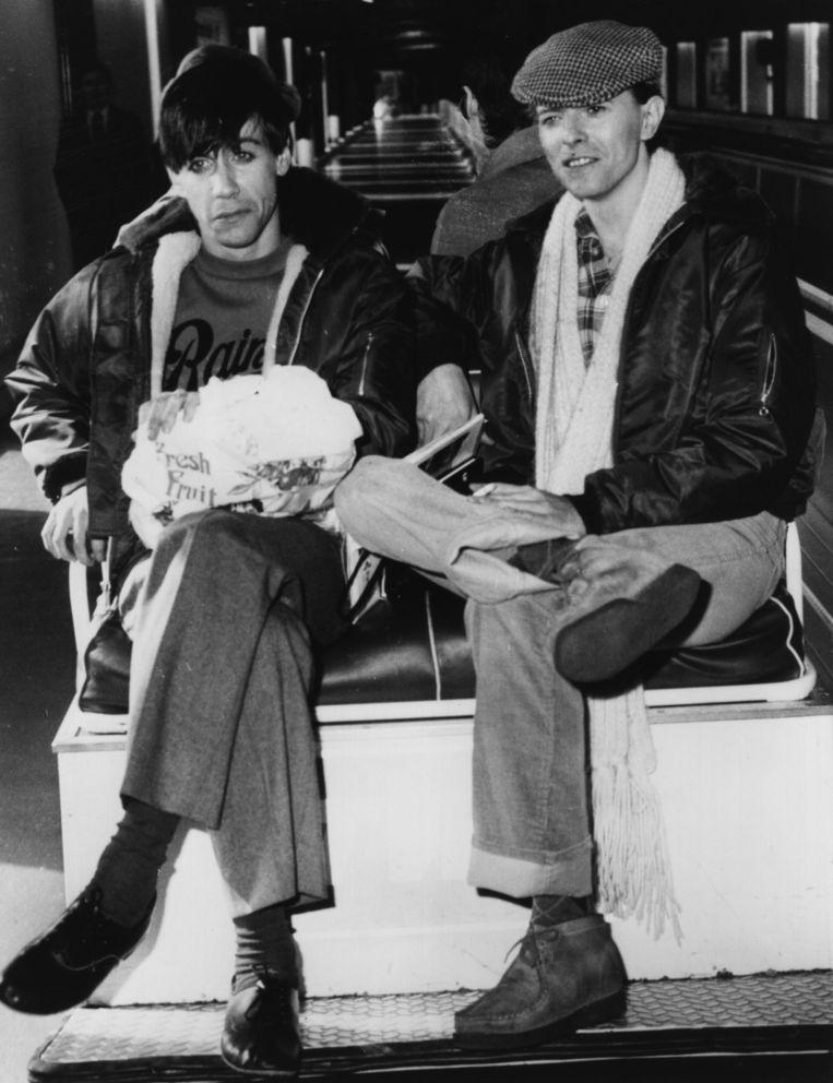 Iggy Pop (l) en David Bowie, jonge bloedbroeders in het Berlijn van 1977. Beeld Getty Images