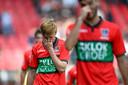 De spelers van NEC lopen teleurgesteld van het veld na de wedstrijd tegen Willem II.