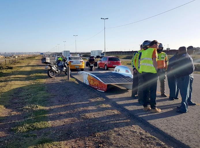 Zonneauto Nuna aangehouden door Zuid-Afrikaanse politie Foto Nuna Team