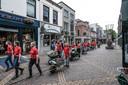 Leerlingen van het Zone.College plaatsten de kruiwagens begin mei in de binnenstad van Doetinchem.