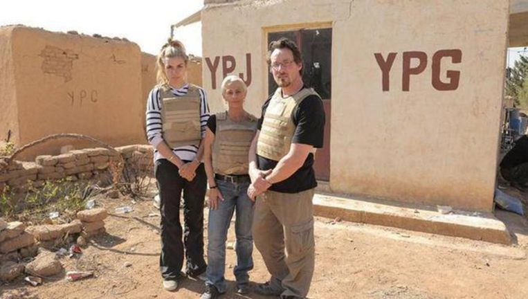 De drie deelnemers van 'Go Back To Where You Came From' in Syrië. Beeld SBS