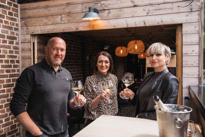 Annemie Ramaekers kan niet wachten op haar eerste terrasje bij chef Luc en gastvrouw Cindy.