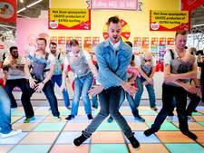 Jim Bakkum doet de vader-baby dans