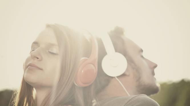 Samen naar muziek luisteren leidt tot meer seks (en beter eten)