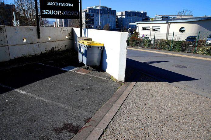 """Un photographe de presse a été attaqué et gravement blessé le 27 février 2021 à cet endroit, alors qu'il faisait un reportage sur une flambée de violence dans le quartier de la """"Croix-Rouge"""", à Reims."""