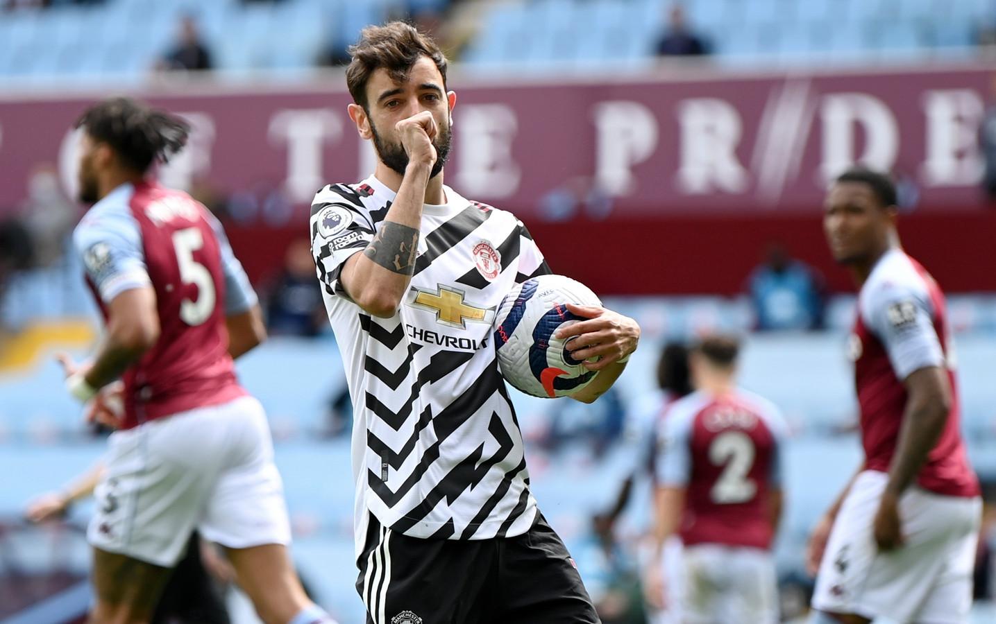 Bruno Fernandes viert zijn goal.
