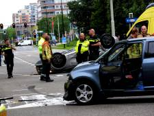 Auto belandt op dak na ongeluk in Rijswijk