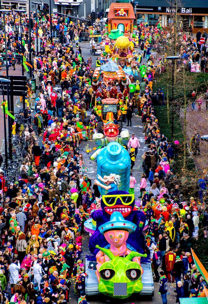 De Rielse carnavalstichting 'RCS de Kaaien' welke dreigt ten onder te gaan aan een tekort aan bestuursleden en vrijwilligers.