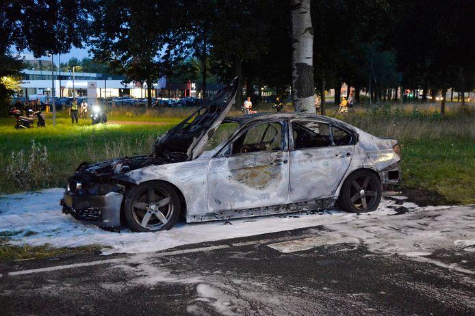 Auto vat vlam op Westerhagelaan in Breda