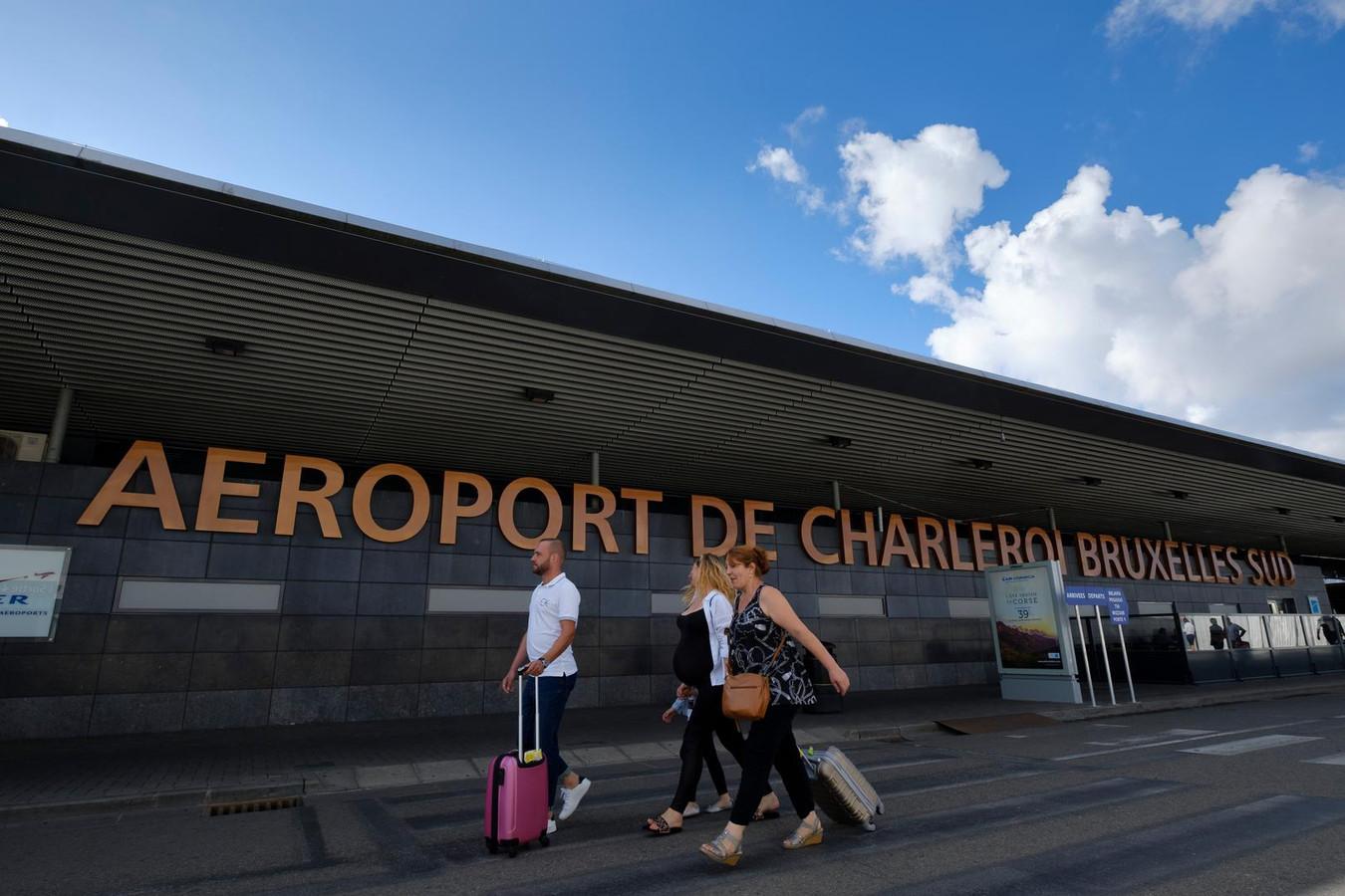 Le patient âgé d'une quarantaine d'années avait séjourné en Italie et il est rentré par avion en passant par l'aéroport de Charleroi