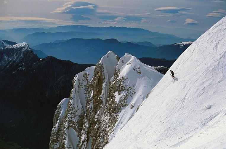 'Het licht is zo mooi. Terwijl je aan het skiën bent kun je in de verte de Adriatische zee zien liggen.' Beeld getty