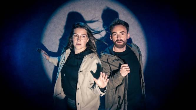 """""""We wilden wel eens weten hoe het voelt aan de andere kant van de wet te staan"""": agenten Gianni (32) en Stacey (26) slaan op de vlucht in nieuw programma 'Klopjacht'"""