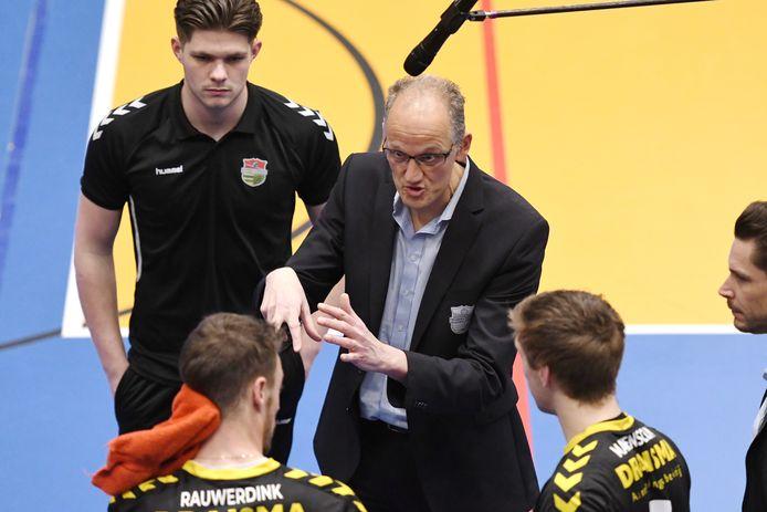 Coach Redbad Strikwerda wil verjongen bij Dynamo. ,,Een dure, ervaren speler halen gaan we niet doen.''