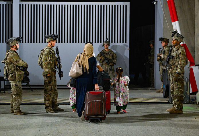 Amerikaanse soldaten op de luchthaven van Kaboel