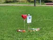 Apeldoorners eren Peter R. de Vries met bloemen en stille tochten: 'Hij stak zoveel energie in het pakken van de daders'