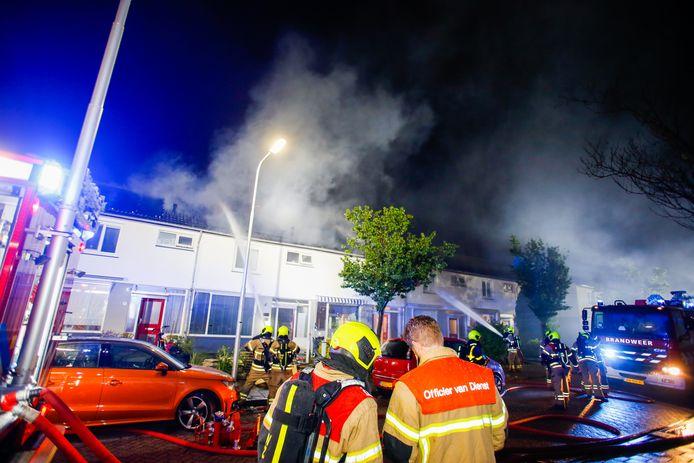 De brand aan de Frederik Hendrikstraat in Hendrik-Ido-Ambacht, in de nacht van zondag op maandag.