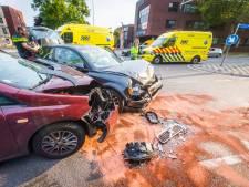 Twee auto's botsen op elkaar in Eindhoven, twee ambulances opgeroepen