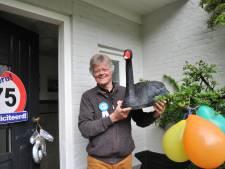 Doodgebeten zwarte zwaan 'Zorro' krijgt plekje in infocentrum Renkums Beekdal