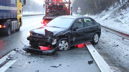 R8 tijd versperd door ongeval met vier auto's