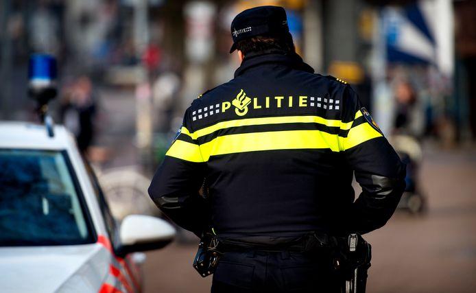Een surveillerende politie-agent.