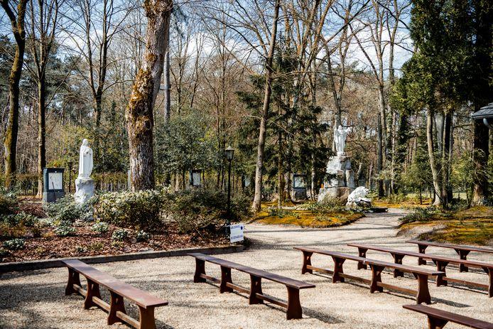 Aan de Lourdesgrot is een parkje gelegen.