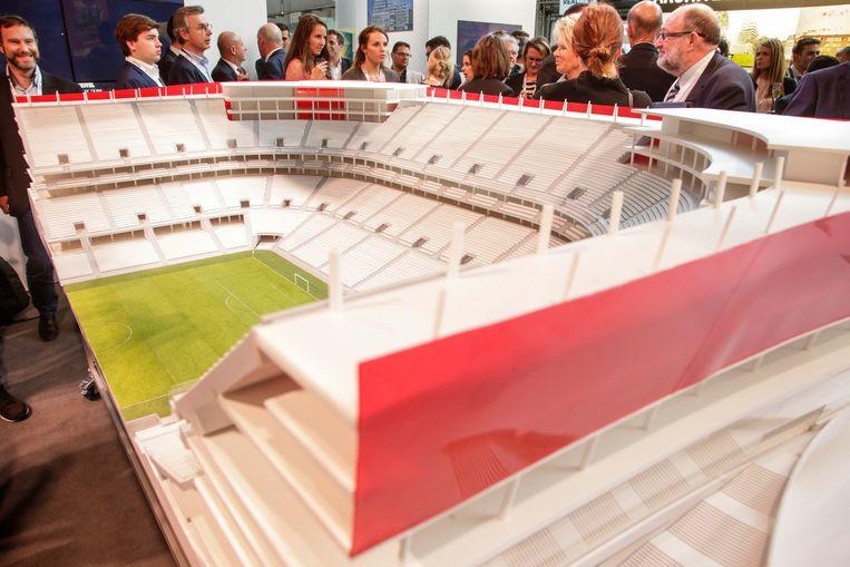 ► Een maquette van hoe het Eurostadion er zou moeten uitzien. Of het voetbalstadion er ooit komt, is nog maar de vraag. Beeld BELGA