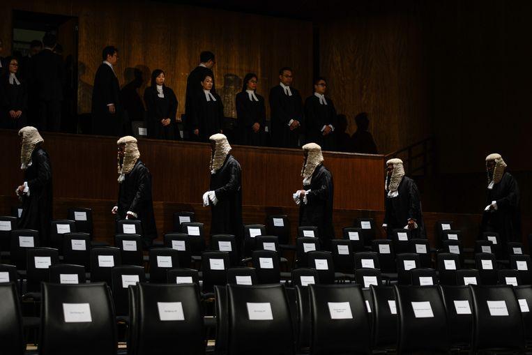 Rechters en advocaten in Hongkong dragen nog altijd een pruik, uit de historie van Hongkong als kroonkolonie . Beeld Hollandse Hoogte / AFP