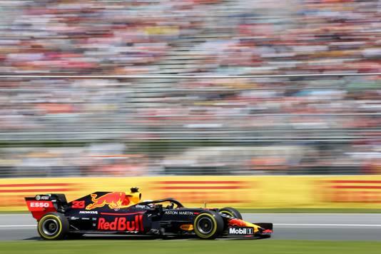 Max Verstappen stuurt in 2019 zijn Red Bull over het Circuit Gilles Villeneuve in Canada.