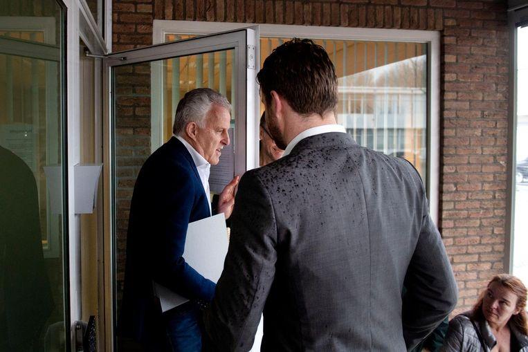 Peter R. de Vries maakt rechtsomkeert bij de rechtbank. Beeld anp