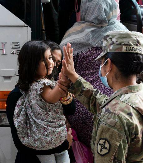 Tienduizenden Afghanen zitten nog steeds vast op Amerikaanse legerbases