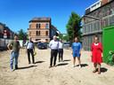Bevoegd schepen Tine Heyse (rechts) stelde het project in de Kraankindersstraat voor samen met de medewerkers voor sociale woonmaatschappij ABC.