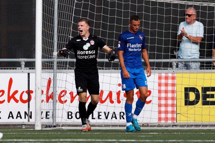 Typerend beeld: De Treffers-spits Jordy Thomassen baalt, Noordwijk-doelman Lars Jansen is blij.