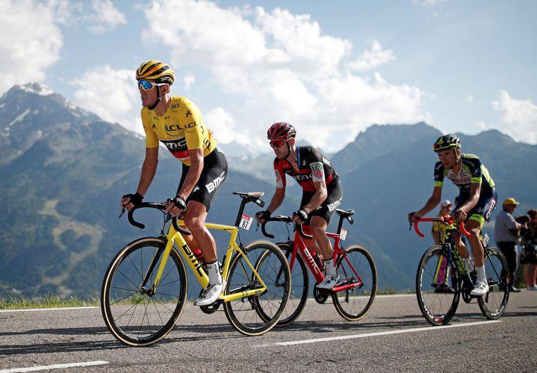 Vorig jaar droeg Van Avermaet enkele dagen de gele leiderstrui in de Tour. Beeld REUTERS