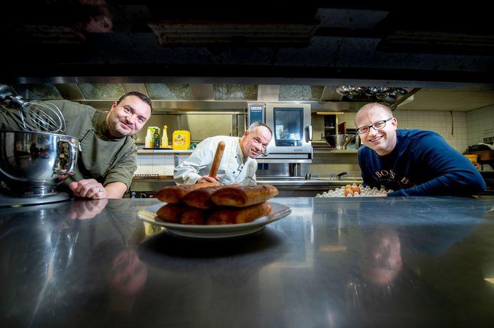 De makers van het Wijchens worstenbroodje: Richard Lepoutre, Jos Veltmaat en Hans de Jong (van links naar rechts).