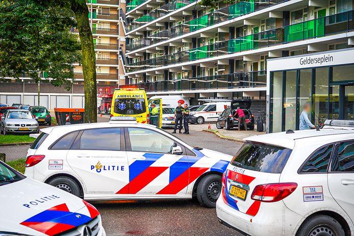 Een vrouw raakte zwaargewond bij een steekpartij in een flat aan het Gelderseplein in Arnhem.