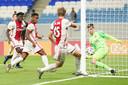 Siem de Jong maakt de 1-0.