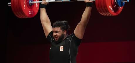 Kuworge trekt en stoot zich naar zesde plek: 'Deze sport draait niet alleen om pure kracht'