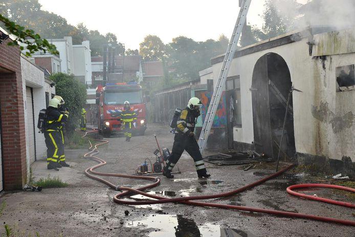Brand bij schuurtjes Baronielaan Breda.